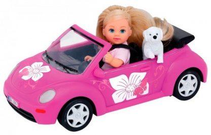 Эви с щенком на машине New Beetle