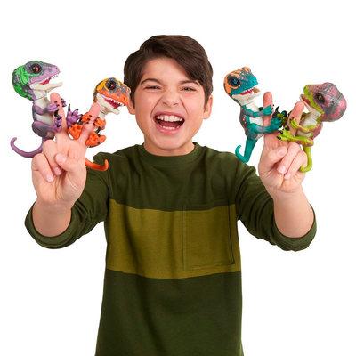 Интерактивная игрушка WowWee Fingerlings Динозавр Рейзор фиолетовый
